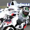 BMW S 1000 RRスーパーバイクに乗るハイドフェルド。BMW Sauber F1マシンに乗り込んでいるのはトロイ・コーサー (2009 F1 BMWファンイベント)  (c)BMW AG