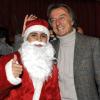 フェラーリのクリスマスパーティー サンタに扮するマッサ。なかなかお似合い!?  (c)Ferrari