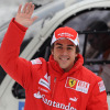 ついにフェラーリレッドを身にまとうことになったアロンソ (2010 F1 フェラーリスキーミーティング)  (c)Ferrari