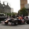 RB6がロンドンの国会議事堂前でピットストップ(3)  (c)RED BULL