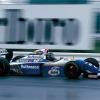 90年代に入りウイリアムズのFWシリーズは、エアロダイナミクスの分野でライバルよりも一歩先を行くマシン開発が行われアドバンテージを築いていた。しかし、このFW16はその前衛的な開発がパフォーマンスに影響してしまい十分なメカニカルグリップを得ることができなかった。とくにブレーキングや加速時の不安な挙動はシーズン最後まで改善できずドライバーズタイトルをシューマッハーに明け渡した。それでもコンストラクターズタイトルはなんとか死守した。