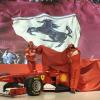 アロンソ&マッサ、壇上に上がって新車を披露(2) (2011 フェラーリ新車発表)  (c)Ferrari