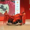 アロンソ&マッサ、壇上に上がって新車を披露(3) (2011 フェラーリ新車発表)  (c)Ferrari